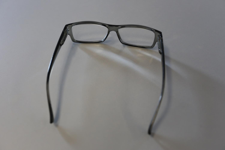 Brille mit Sehstärke und grauem Rahmen - Auto Köhler